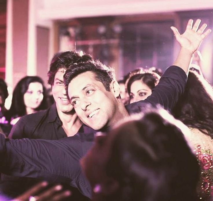 Salman Khan does a SRK and dance to dhol Unseen pictures
