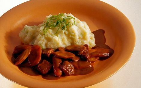 Krydret skinkegryde med kartoffelmos