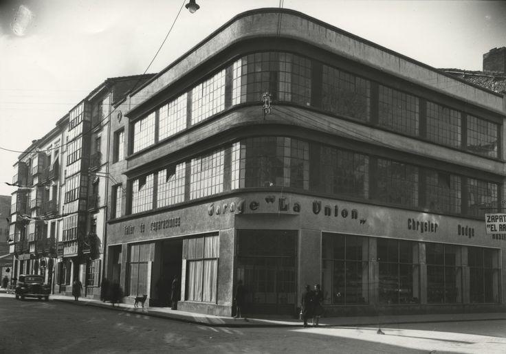 Garaje de La Unión en la esquina de las calles Fueros con San Prudencio. Año 1925