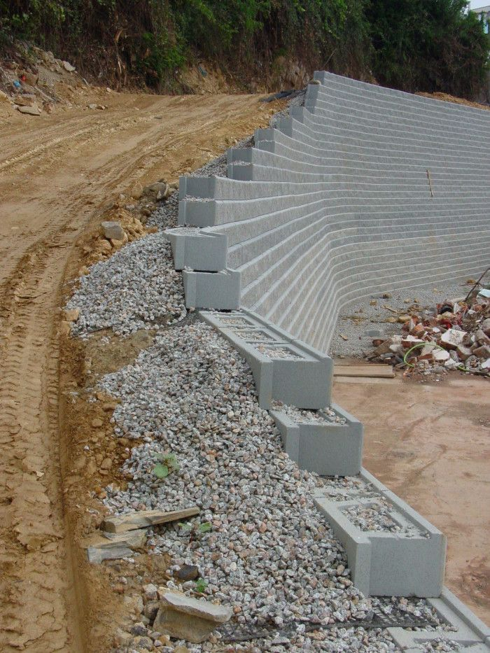 Ejemplo De Muro De Contencion Allanblock 10 Anos Despues Backyard Retaining Walls Concrete Retaining Walls Landscaping Retaining Walls