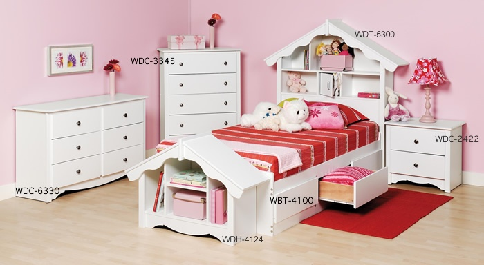 dollhouse bed. adorable room for Bug