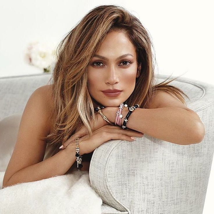Gorgeous J.Lo in Endless Jewelry!
