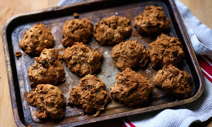 These are quick and easy to make, packed with wholegrain fibre filling, nutritious and tasty. Not too many calories either as most of the sweetness comes from the fruit ingredients.