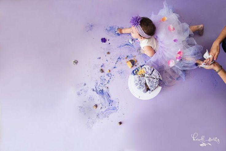 Así terminan las sesiones de Smash Cake . Nose quien disfruta más si ellos o yo!  #Danna www.karollberty.com #karollbertyfotografia #fotografadebebes #retratosdebebes #fotografiadebebesencolombia #bebesencantadores  #fotosartisticas #newbornphotographer #photoshoot #smashcake #smashed #cakesmash #cakes #babygirl #princess #happybirthday #babyportrait #babysession
