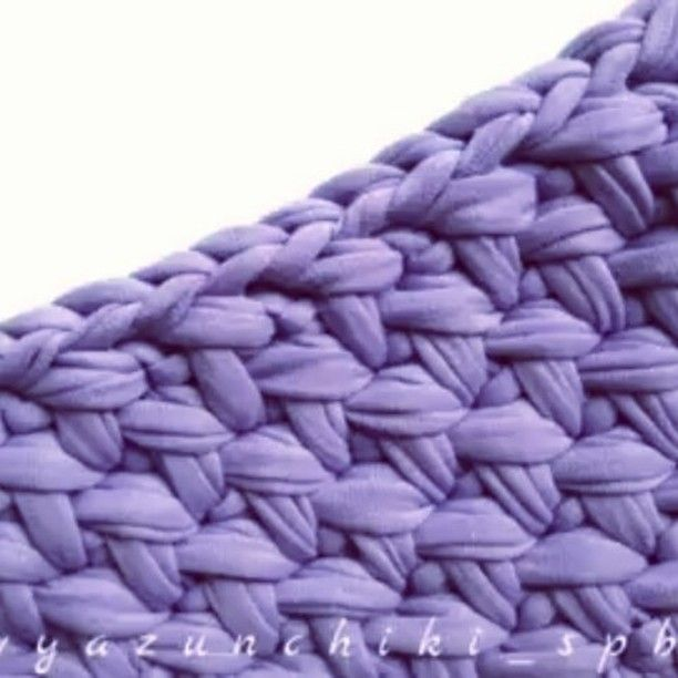 Este ponto é  lindo vídeo da colega @vyazunchiki_spb #videoaula #aprendendocroche #facavcmesmo #crochelovers #crochetaddict #amigascrocheteiras #tshirtyarn #yarning #gancillo #ganchilloxxl #tejer #uncinetto #penyeip