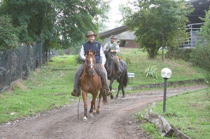 la partenza della tappa dalla BADI FARM a SUMIRAGO ... leaving form BADI FARM in SUMIRAGO