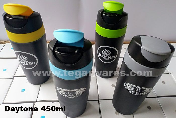 Tumbler is a drinking device whose design is a blend of glass and bottle that can be opened the lid. Comfortable to hold, style to put on the table. Ideal to serve as souvenirs recreational rides, playgrounds and tourist sites for children and families. The picture above tumbler drinking type Daytona 450ml capacity with a one color logo as a merchandise souvenir to be sold as merchandise at Fun Cafe, a place to drink and hang out at the tourist sites Kids Fun Yogyakarta.