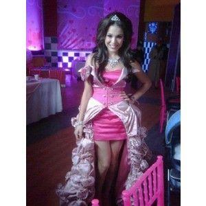 Foto del vestido de Patito (Danna Paola) para su fiesta de quince años