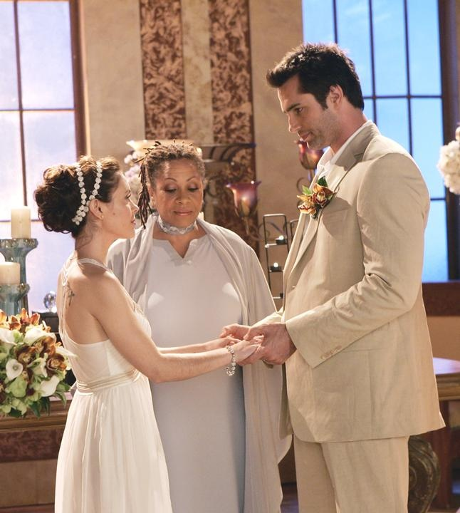 Phoebe's and Coop's wedding what!? She doesn't end up with cole? What's the point of watching now -___-