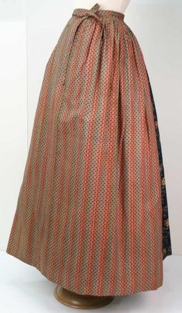 Empireschort van bedrukt katoen, met roodgroene strepen en zwart strooimotiefje | Modemuze
