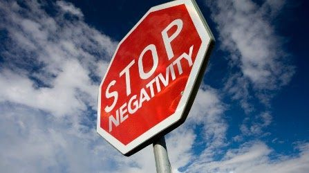 Buon pomeriggio amici positivi, oggi vi propongo una riflessione su come allontanare le persone negative dalla propria vita.