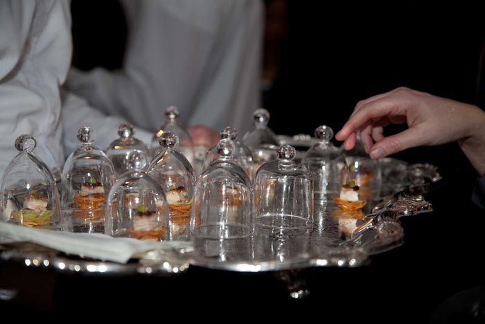 mini canape cloches: Minis Dog Qu, Minis Canapes, Canapes Cloche, Parties Ideas, Silver Platters