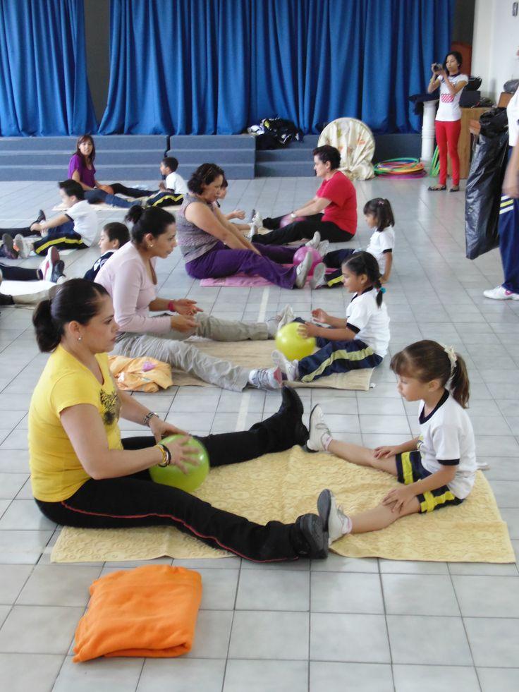 Matrogimnasia. Una excelente actividad que permite compartir a padres e hijos la oportunidad de crecer juntos.