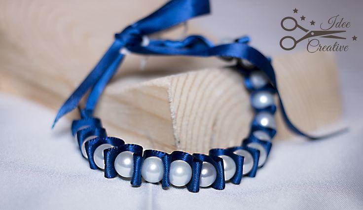 Bracciale in raso plissé blu e perle bianche. Fatto a mano. Per info contattami