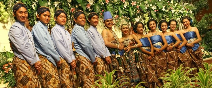 Javanese #wedding traditions are centered around friends and family.