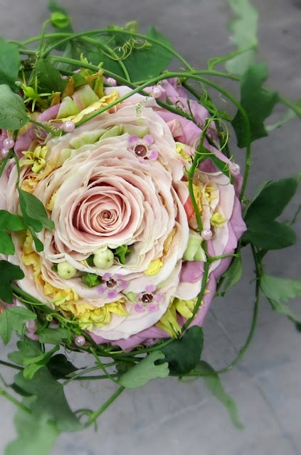 This is the most beautiful example of a composite rose bouquet that I've ever seen.