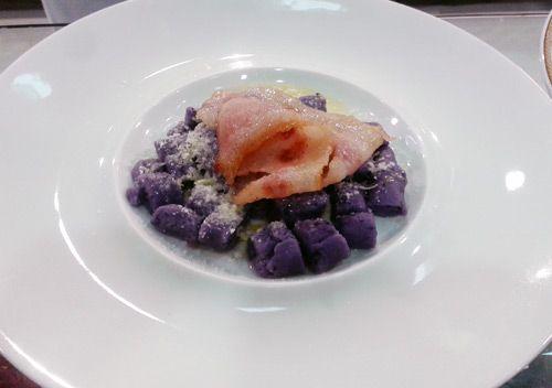 Gnocchi di patate viola con guanciale