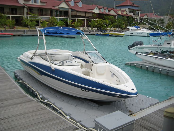 Boats also float out the water on DOCKPRO jetslides.   (#thegoodlife #watersports @DockproSA - For modular flotation system; docks, pontoons and jetties. www.dockpro.co.za | DOCKPRO Southern Africa)