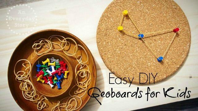 ontdekken en experimenteren: 'nagelplankjes' op kurken onderlegger met duimspijkers en elastiekjes.