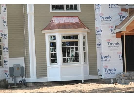 Bay windows bay window white trim carron 39 s house for Bay window exterior designs