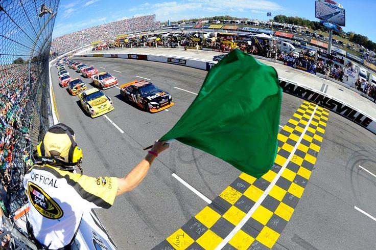 2010-Martinsville-NASCAR-race-start.jpg (900×599)