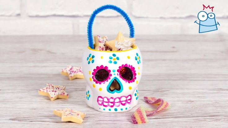 Store your sweet treats in this colourful Skull basket on Day of the Dead and Halloween celebrations.