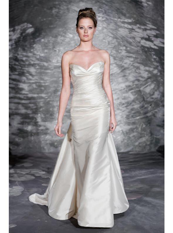アクア・グラツィエがセレクトした、JENNY LEE(ジェニー リー)のウェディングドレス、JLE1513をご紹介いたします。