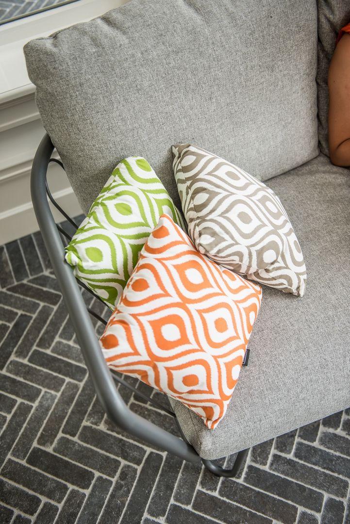 Leuke groen, grijs en oranje #sierkussens met gave print! #retro