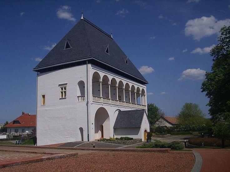 Nyírbátor-hungary-Báthory castle.JPG