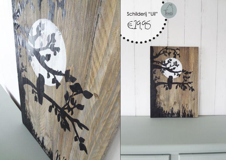 """Een schilderij met karakter. Dit stoere schilderij is gemaakt van oude pallets. Ik vind het de kunst om van iets dat anders wordt weggegooid een mooi nieuw product te maken. Deze pallets zouden anders in de kachel belanden en nu zijn het mooie schilderijen. Het hout van de pallet planken heeft een grove uitstraling en maakt het schilderij """"doorleefd"""". De schildering van de uil in de boom en de verschillende kleur lagen, zorgen voor een spannend effect."""