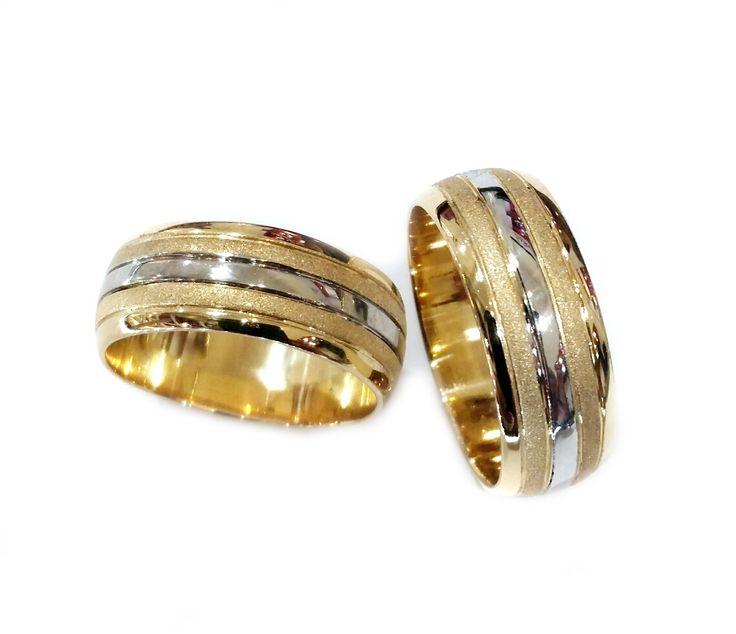 Argollas de matrimonio en oro 18K combinación blanco-amarillo, de 8 mm de ancho.