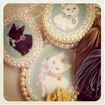 :): Cat Art, The Aristocats, Kitty Cat, Cat Painting, Pin Today, Design Handbags, Random Pin, Pictures Frames, Cat Lady