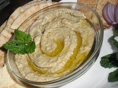 A pasta da berinjela é tradicional no Oriente. Ela é conhecida como babaganuche e é ótima para a saúde. Por isso faça essa pasta com frequência para rechear sanduíche e canapés e enriquecer pratos …