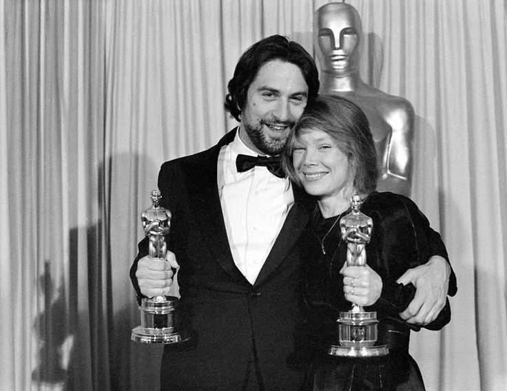 IlPost - 1981 - Robert De Niro, Toro Scatenato. Nella foto, De Niro con Sissy Spacek, Miglior attrice per La ragazza di Nashville.  (AP Photo)