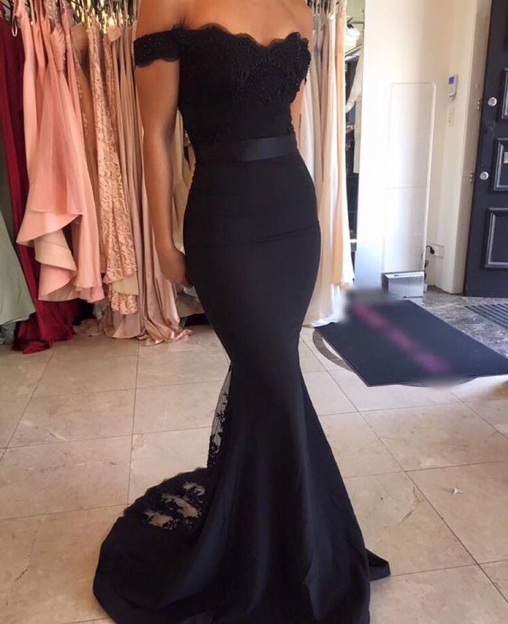 Vestido negro) entallado