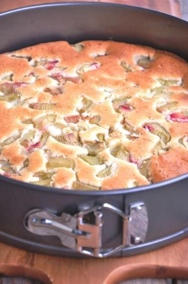 Zdjęcie - Rabarbarowe ciasto bezglutenowe - Przepisy kulinarne ze zdjęciami