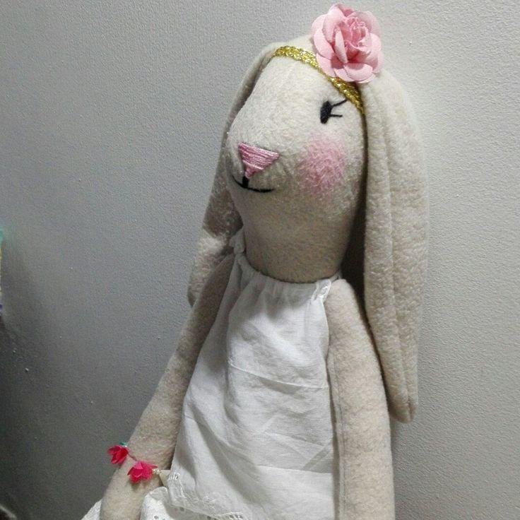 Hermosas Conejas hechas a mano ❤ se visten a elección , se entregan en 3 días . Envíos seguros a toda Colombia .  3116385442