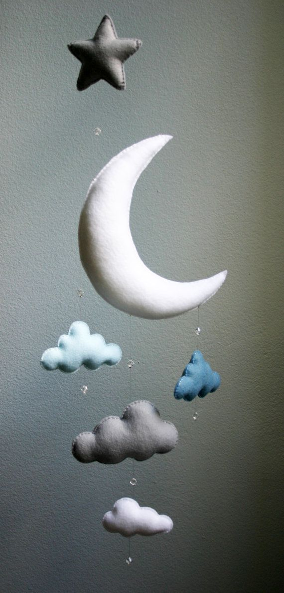 Modern Baby Blue Gray White Moon Felt Mobile von TheWhiteBirchTree