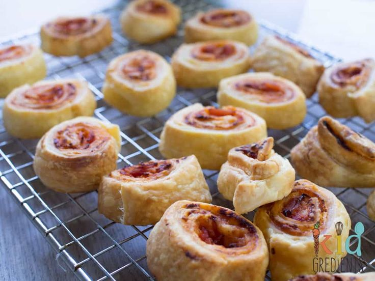 Easiest ever ham and cheese pizza scrolls