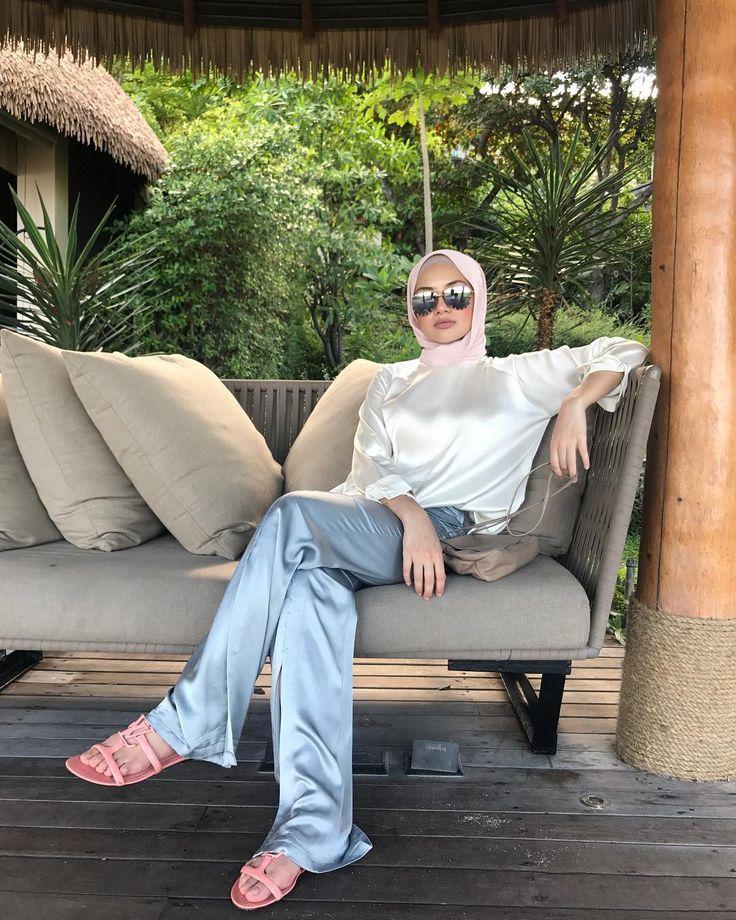 "118.3k Likes, 646 Comments - Noor Neelofa Mohd Noor (@neelofa) on Instagram: ""Get your resting beach face on, its Saturday!"""