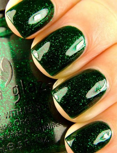 Don't typically like green nail polish but this is really pretty. | emerald deep nails with a bit of sparkle