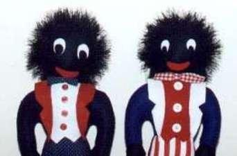 Indignación aborigen en Australia por la comercialización de un muñeco negro  Los Golliwog se popularizaron en los sesenta y muchos los consideran un juguete racista