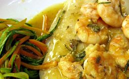 Linguado ao molho de camarão com espaguete de vegetais - Receitas - GNT