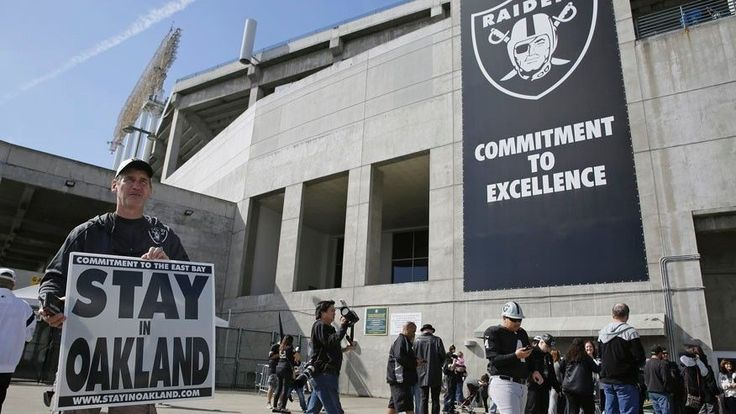 NFL owners approved the Oakland Raiders' move to Las Vegas at league meetings Monday despite a plea from the California city's mayor to delay the vote over a potential last-ditch stadium deal.