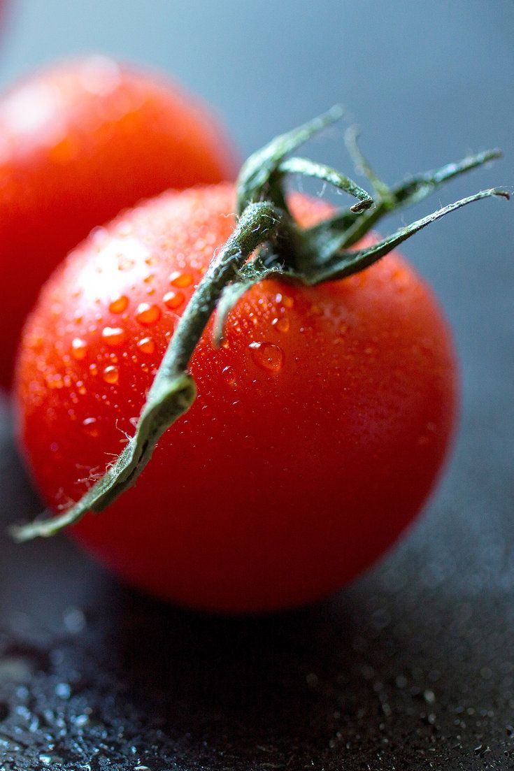 Tomatoes make for a sweet and juicy contrast to the burrata. (Photo: Andrew Scrivani for The New York Times)