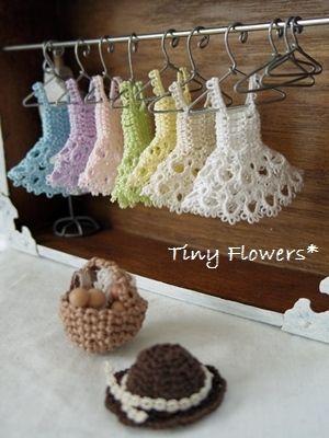 ペールカラーのタティングワンピ |Tiny Flowers* にゃんことてしごと ~猫とタティングレース~