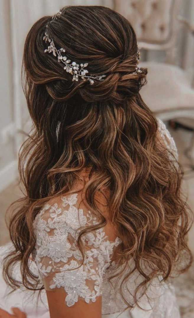 43 Gorgeous Half Up Half Down Hairstyles That Perfect For A Rustic Wedding Wedding Hair Half Fall Wedding Hairstyles Quince Hairstyles