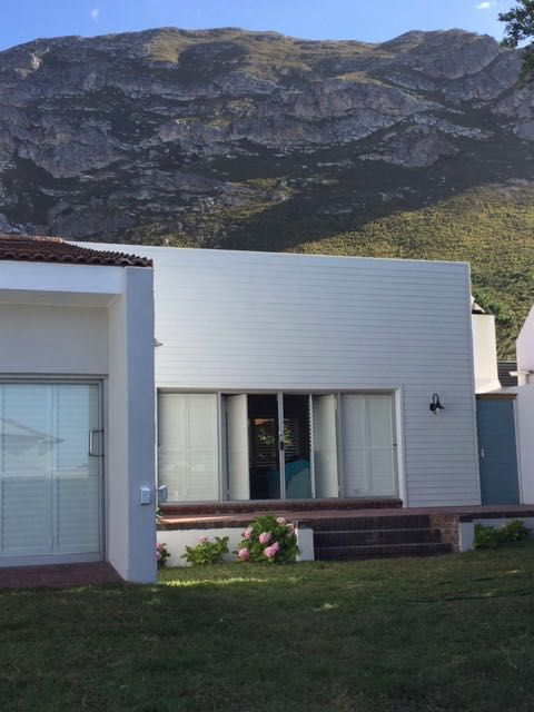 Hermanus Haven (Self-Catering) - Sleeps 8. The house is situated in a beautiful and quiet area. It is very close to the Fernkoof Nature Reserve with beautiful hikes, dams and waterfalls. It is also walking distance from the beaches. #where2stay