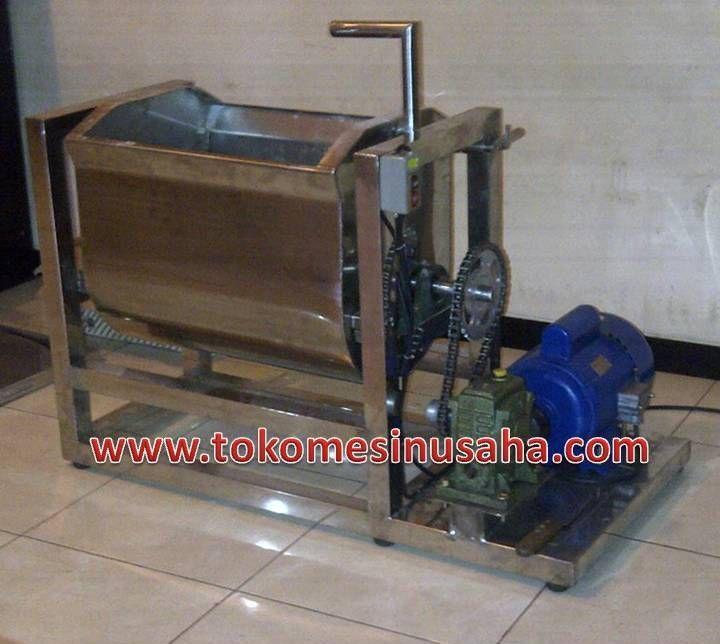 Mesin Pengaduk Adonan | Mixer      Kapasitas       : 25 kg/ jam     Motor              : 3/4 Hp     Kerangka        : Besi     Bahan             : Stainless steel     Dimensi          : 100 x 65 x 100 cm     Transmisi       : Pulley – V-Belt