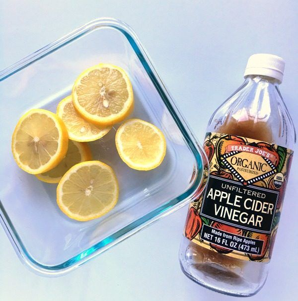 How to Clean and Deodorize A Microwave | This cleaning method is non-toxic using ACV, lemons and water. Let the steam do the work! See more tips on TodaysCreativeLife.com